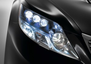 battle-of-the-headlights-halogen-vs-xenon-vs-led-26530_12
